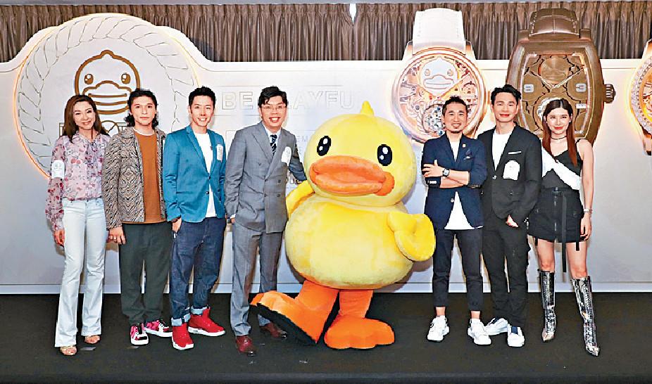 ■沈慧林(左四)透露稍後跟黃玉郎合作出新錶。