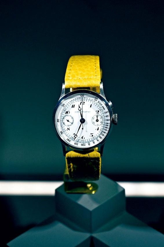 ●1945年製作的Tachymeter Chronograph,採用Cal.13機芯,沿用懷表的單按計時顯示。