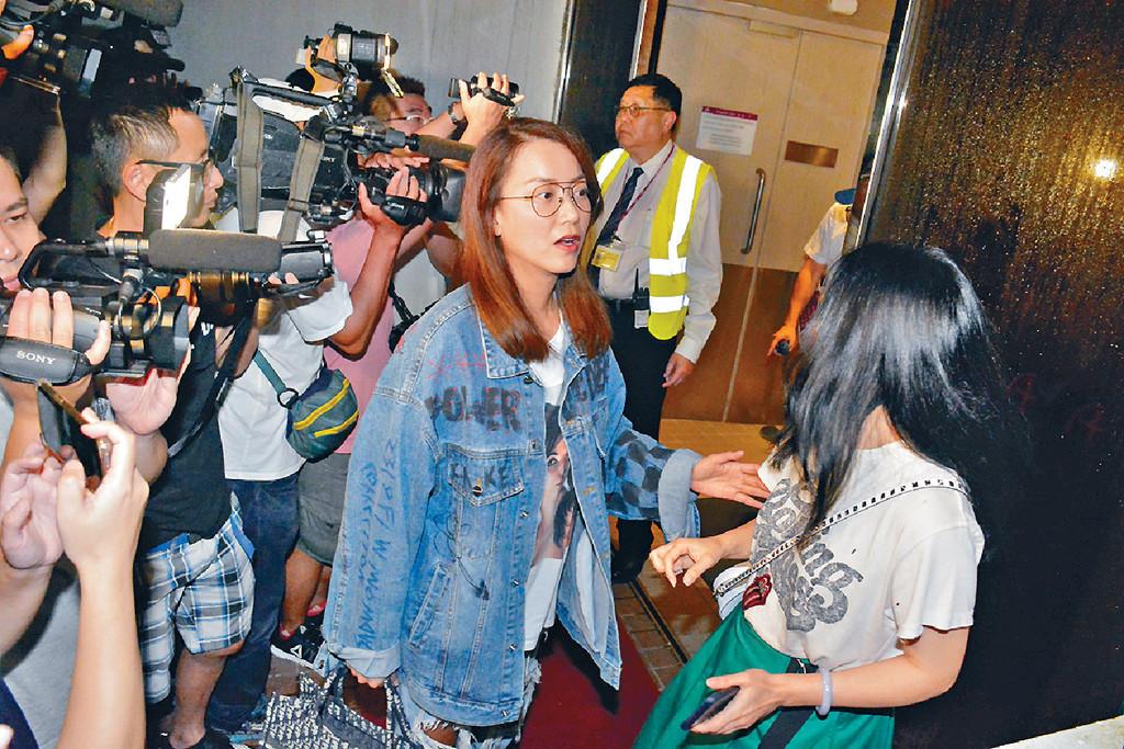■華哥經理人公司英皇高層Mani,亦有到港安醫院打點。