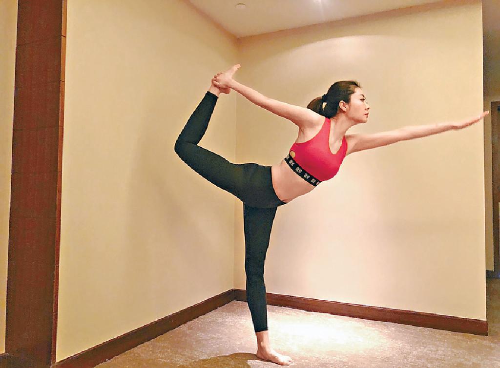 瑜伽修身 ■愛做瑜伽嘅Lynn,早前為慈善大顯身手。