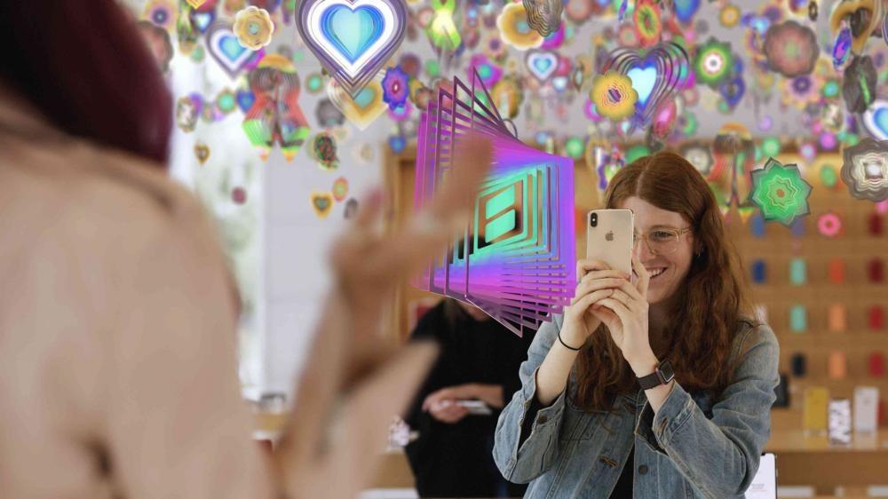 體驗Nick Cave的互動裝置「Amass」。