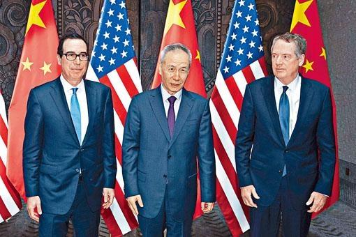 ■劉鶴(中)和萊特希澤(右)、努欽(左)周三在上海會面。