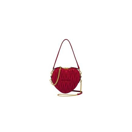 ●MIULove膠囊系列的心形紅色手袋/$10,800/Miu Miu。