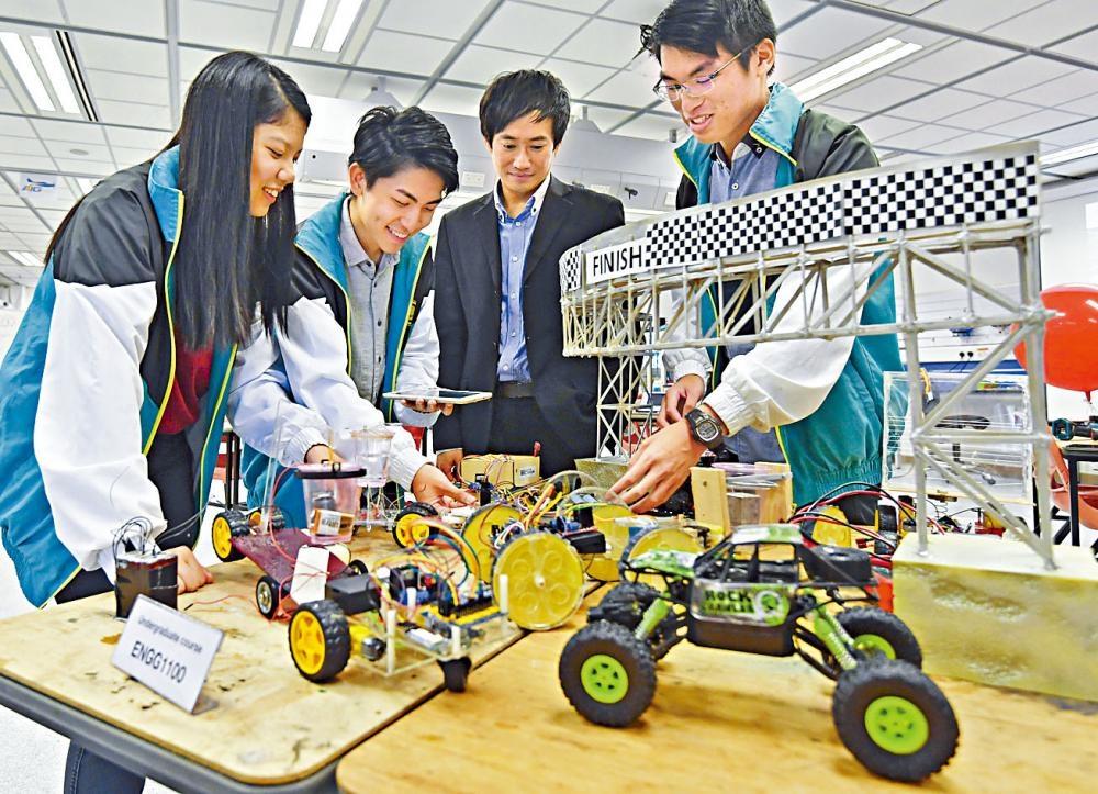 科大今年通過彈性收生安排取錄十名學生。圖為科大工學院曾舉辦「體驗式學習」課程,學生在教授指導下設計及製作工程作品,如小型智能車和水底機械人。