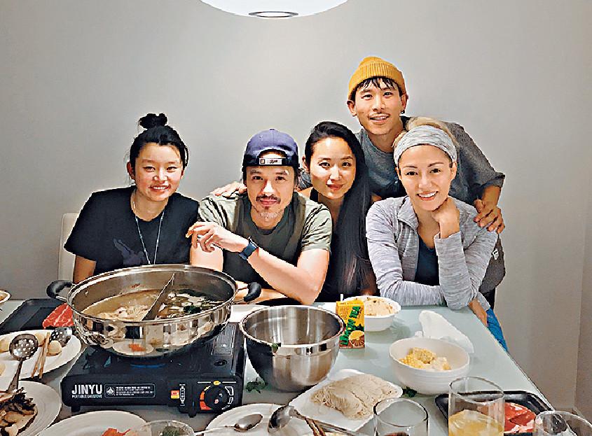 ■有晚拍完戲,陳鈺芸約馮德倫和演員們到家中打邊爐。