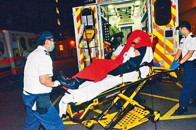 一名黑衣青年遇襲受傷送院。