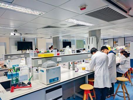 開辦以醫療健康課程為主的東華學院,去年的自資學士和副學位畢業生,平均月薪名列自資院校前茅。