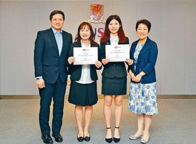 范芷蕎(右二)和姚慧儀(左二)分別立志成為博物館館長和專業營養師,獲頒滙豐職業教育獎學金,向夢想進發。