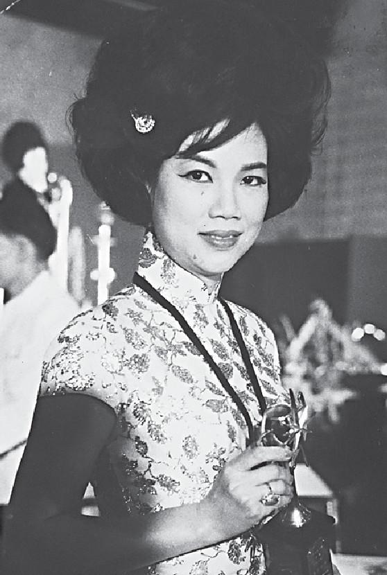 ■年輕時的Lily姐,曾經是「第一代新聞之花」。