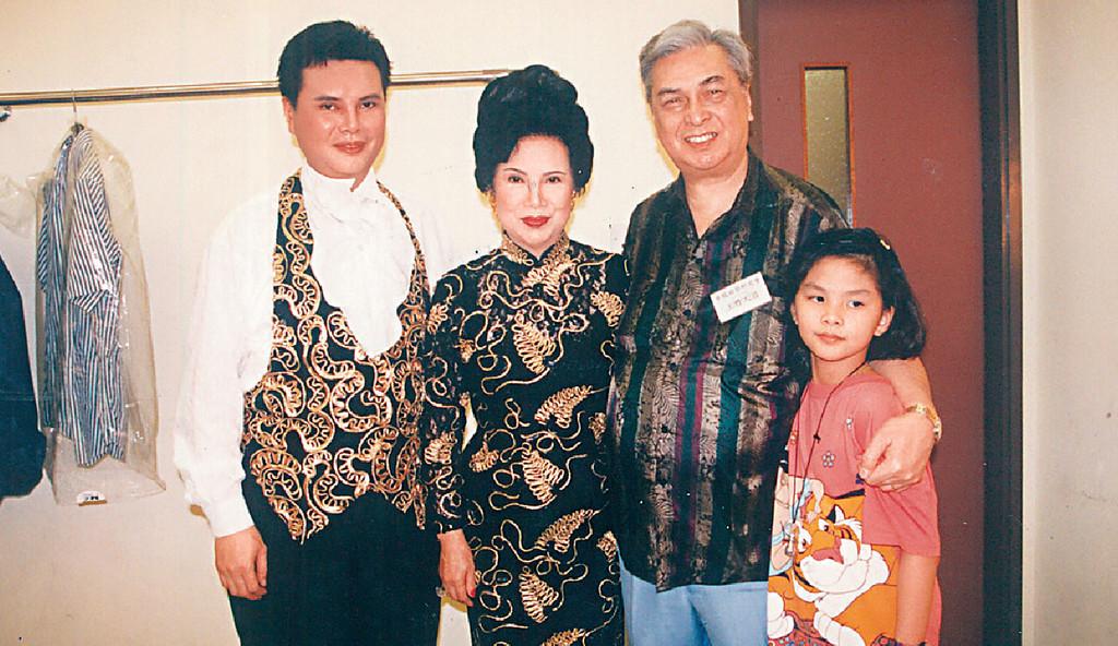 ■Lily姐兒子阮惠熊(左一)及丈夫阮黎明(右二)相繼離世,對她打擊很大。