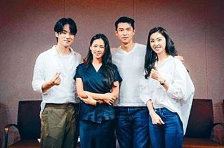 玄彬(右二)和緋聞女友孫藝珍(左二)因拍新劇再聚頭,二人對劇本時默契十足。