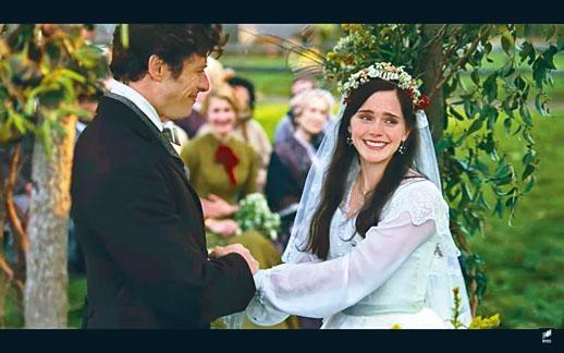 英國女星愛瑪在戲中的美式口音被網友批評不類不倫。