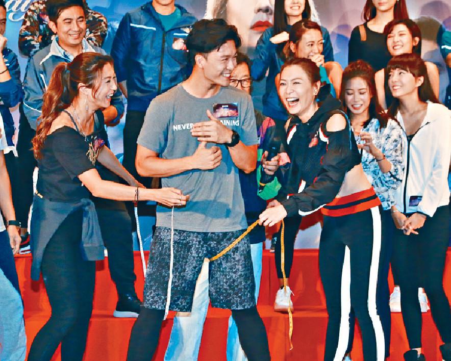 ■(右起)田蕊妮、周志康和姚嘉妮玩遊戲時好興奮。