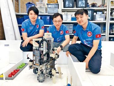 參加「機械人項目」的羅兆良(左)指,冀以香港人獨有的靈活與簡單及精確的機械人設計,在比賽中脫穎而出。