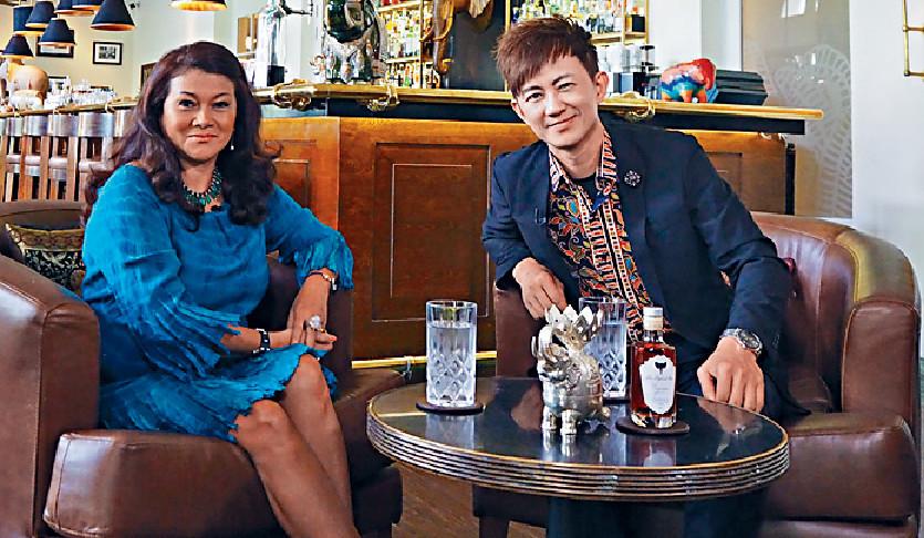 ■項明生與柬埔寨公主Princess Sita一齊歎下午茶。