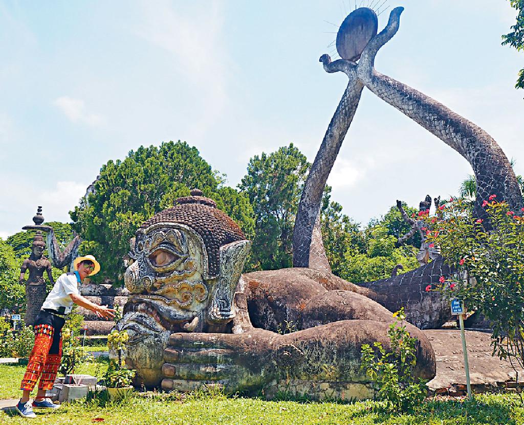 ■項明生表示寮國首都永珍有一個奇趣的佛像公園。