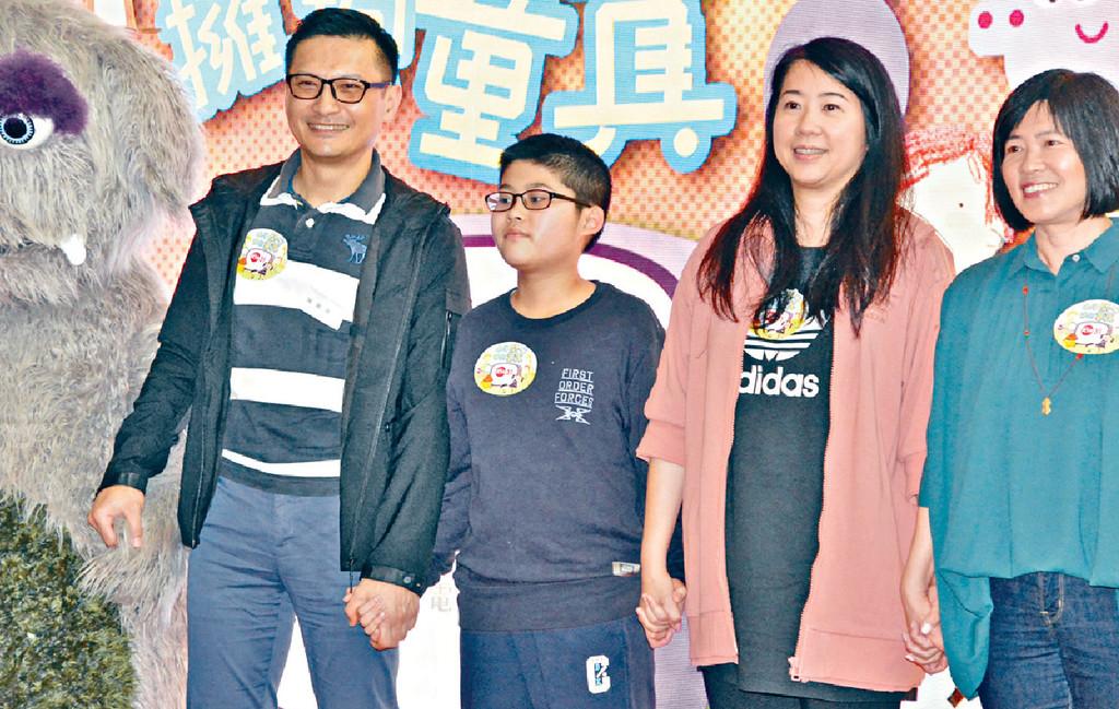 ■去年,陳錦鴻夫婦帶兒子出席親子活動。