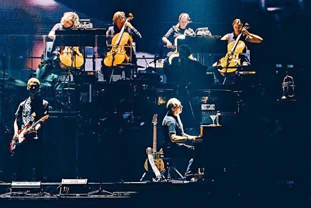 近年Hans Zimmer帶領樂隊作世界巡迴演出。