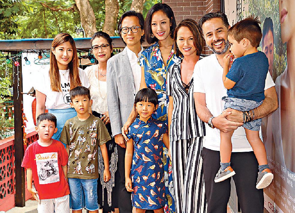 ■三個家庭來張大合照。