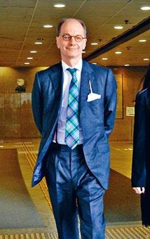 大律師公會紀律審裁組裁定Sutherland所有指控成立,下令停牌三年。