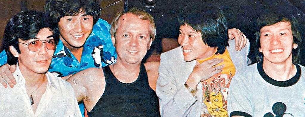 ■1967年時,Joe哥(右)和許冠傑(左二)和泰迪羅賓(右二)等都係當紅歌手。