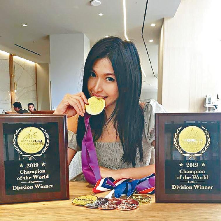 ■陳偉琪到荷里活參賽,掃走8個獎,當中包括演藝獎項及樂器大獎。