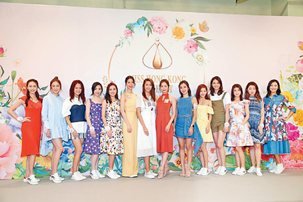 ■10位候選佳麗跟4位師姐攞貼士,準備9月8日決賽。