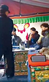 ■港大學生會校園電視在面書專頁,貼出本港大學生在西藏珠穆朗瑪峰大本營被公安扣查的片段。