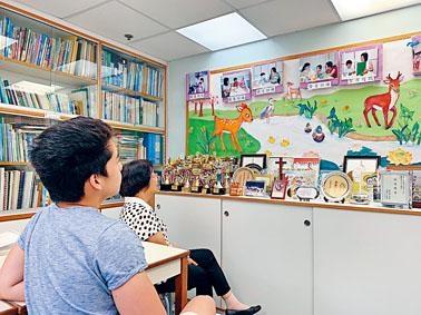 蘇敬恒雖身患嚴重聽障,但苦練發音後,終成IB榜眼,將入讀劍橋法律系。