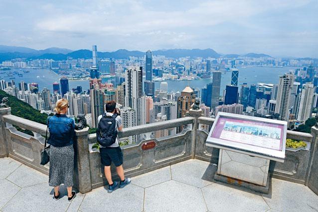 ■香港旅遊業受創,太平山頂也人流稀少。