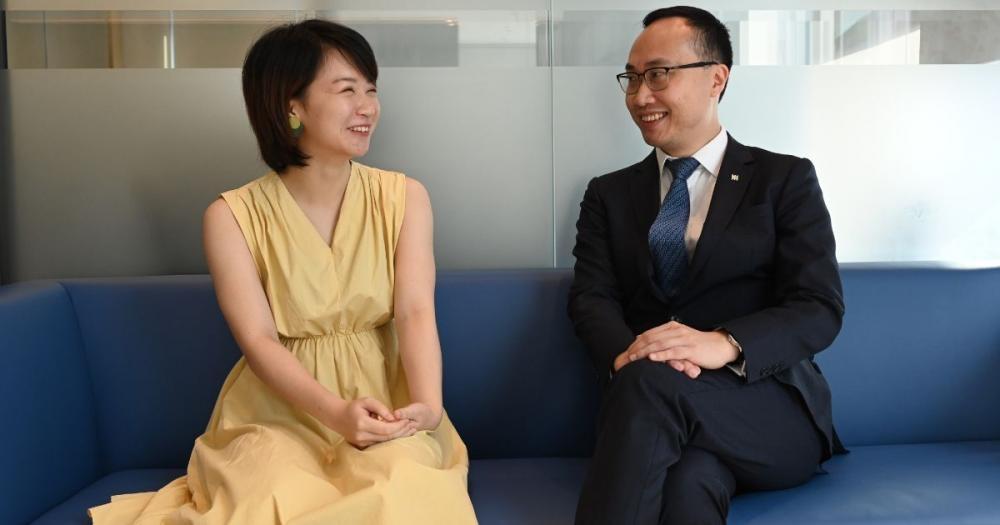 宏利香港首席產品總監紀榮道(圖右),建議大家購買年金產品時應該考慮產品是否適合自己
