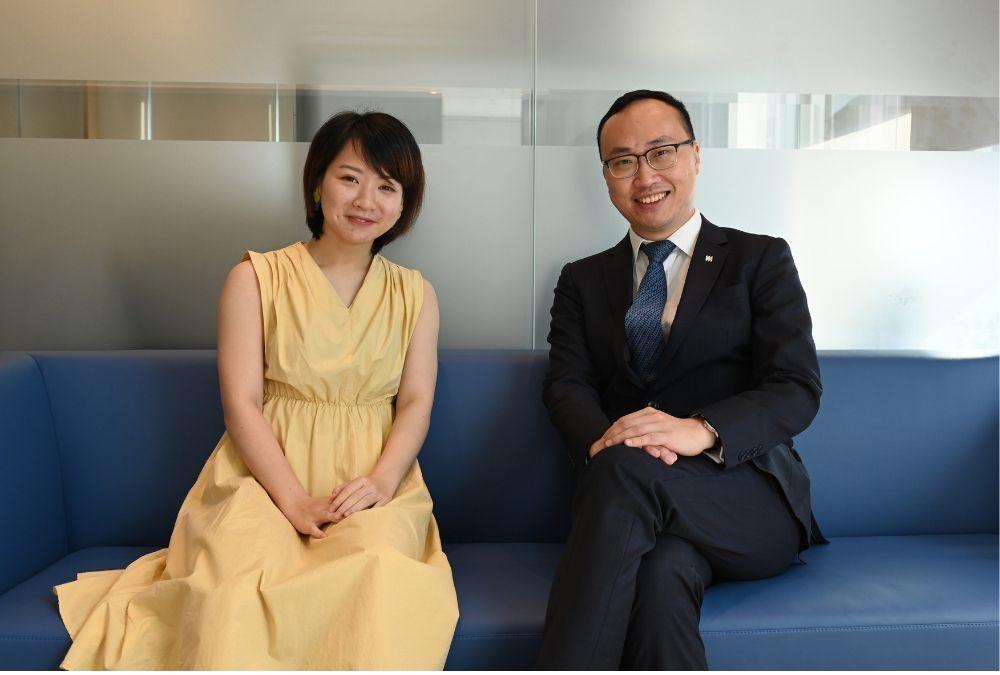 宏利香港首席產品總監紀榮道(圖右)建議應趁年輕就買醫療保險