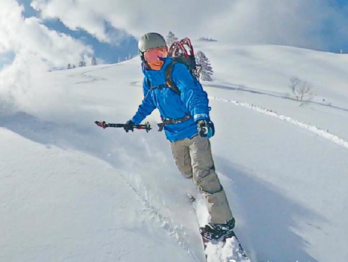 ■阿滕好鍾意滑雪,年初就去咗加拿大滑雪。