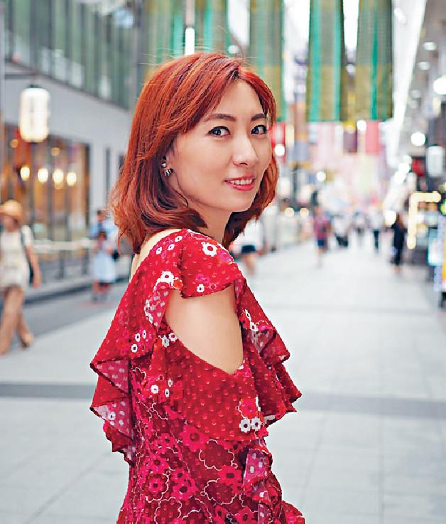 ■陳爽在博多上川端商店街購物,買了手工皮鞋。