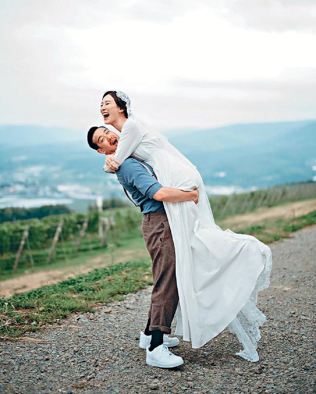 ■曾國祥和王敏奕分享婚照及喜訊。