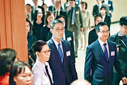 教育局局長楊潤雄昨指,局方每天都有聯絡學校了解情況,認為開學首周學校運作整體正常。