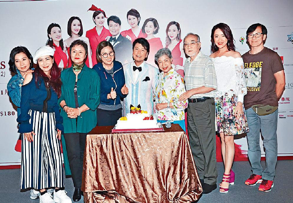 ■《蝦仔爹哋》一班演員及好友為賈思樂預祝生日。