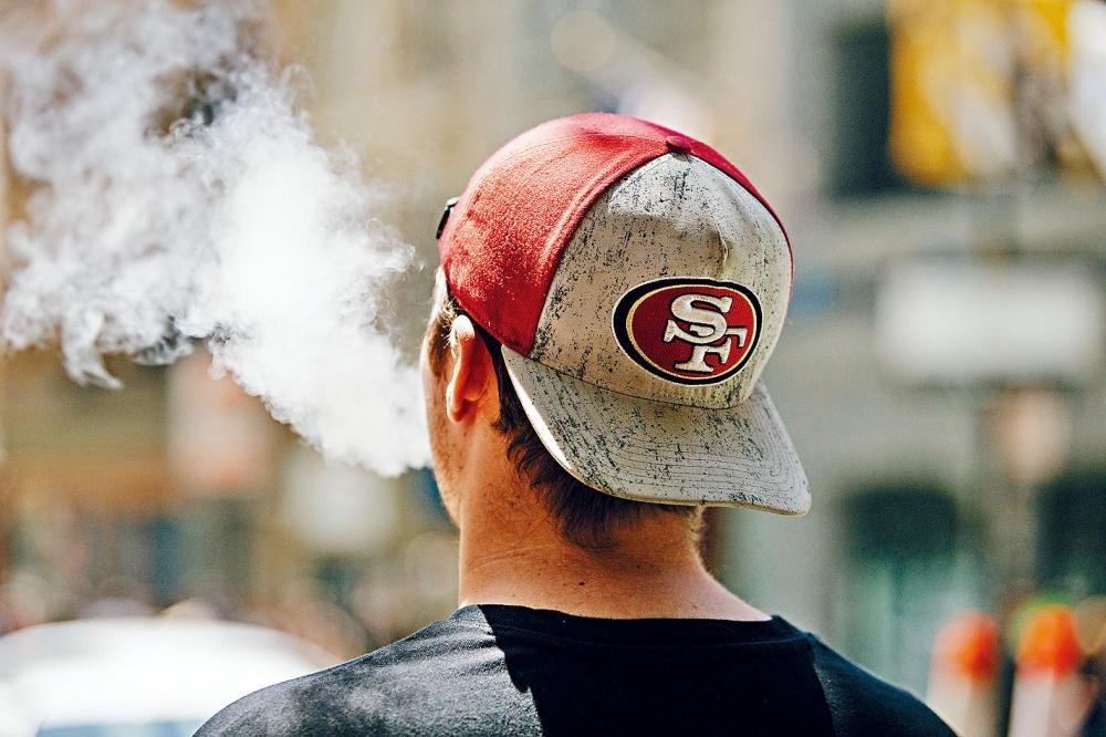 電子煙在青少年之間愈益流行,潛在健康風險令人關注。Jason Henry/紐約時報