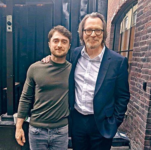 「哈仔」丹尼爾域基夫出席多倫多電影節,與舊拍檔加利奧文難得重逢。
