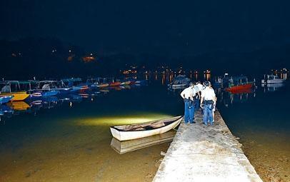 男子在大埔三門仔夜潛捉蟹被溺斃,警方在場調查。