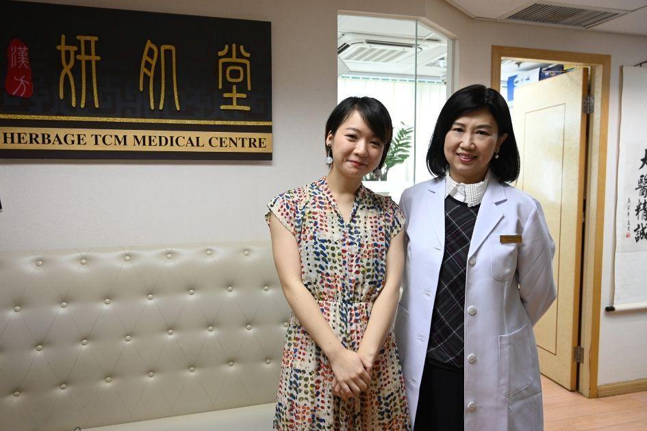 註冊中醫師彭明慧(圖右)說,女人上了四十歲多有陰虛情況