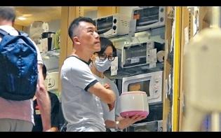 廿年「無飯夫婦」 出得廳堂  唔入得廚房 50歲伍詠薇揀飯煲學做煮婦
