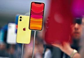 iPhone 11擁有超廣角及廣角雙鏡頭。售價:$5,999起