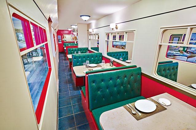 ●酒店內餐廳The Platter以火車作設計主題,客人恍如置身車廂內用餐,展開一場遊歷各國的美食之旅。
