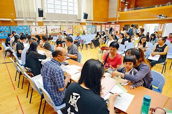 升小「自行分配學位」在本月下旬交表,家長可直接向心儀的官津小學報名。