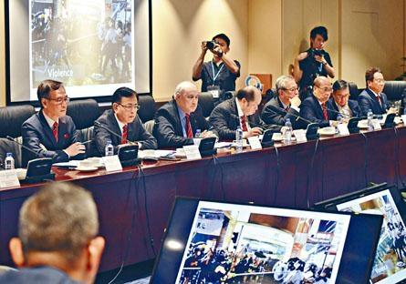 監警會主席梁定邦(左三)透露,投訴以元朗721事件最多。