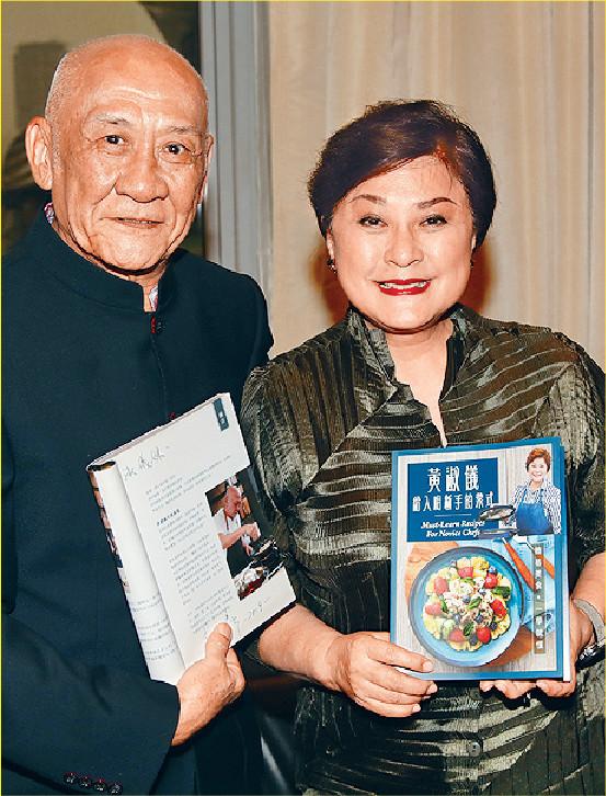 ■月前,GiGi姐和李家鼎齊齊到書展宣傳烹飪書。