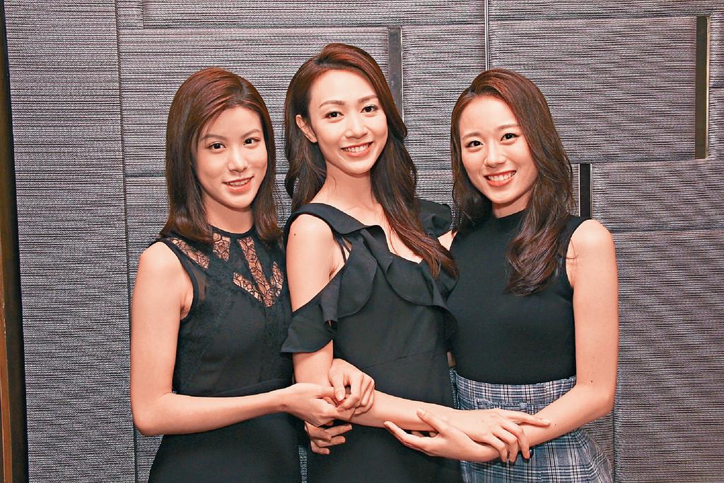 ■左起:季軍古佩玲(Kelly)、冠軍黃嘉雯(Carmaney)、23歲亞軍及最上鏡小姐王菲(Fei)坦言到現在仍未相信得獎的事實。