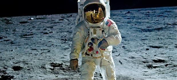 《阿波羅11號》,隔着銀幕,月亮跟觀眾前所未有的接近。