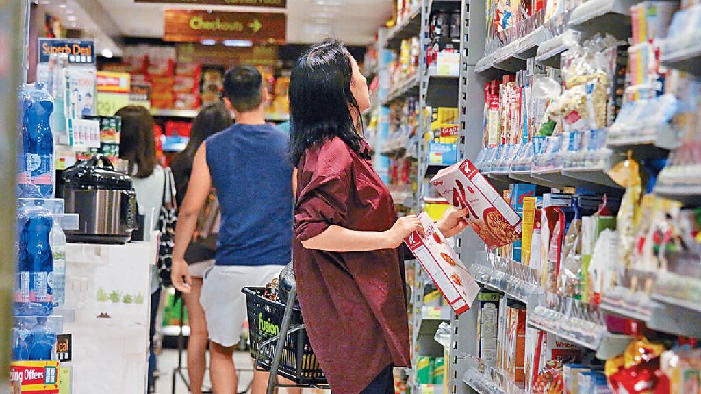 阿女早餐 ■同阿女一齊住嘅龔慈恩買咗兩盒粟米片做早餐。